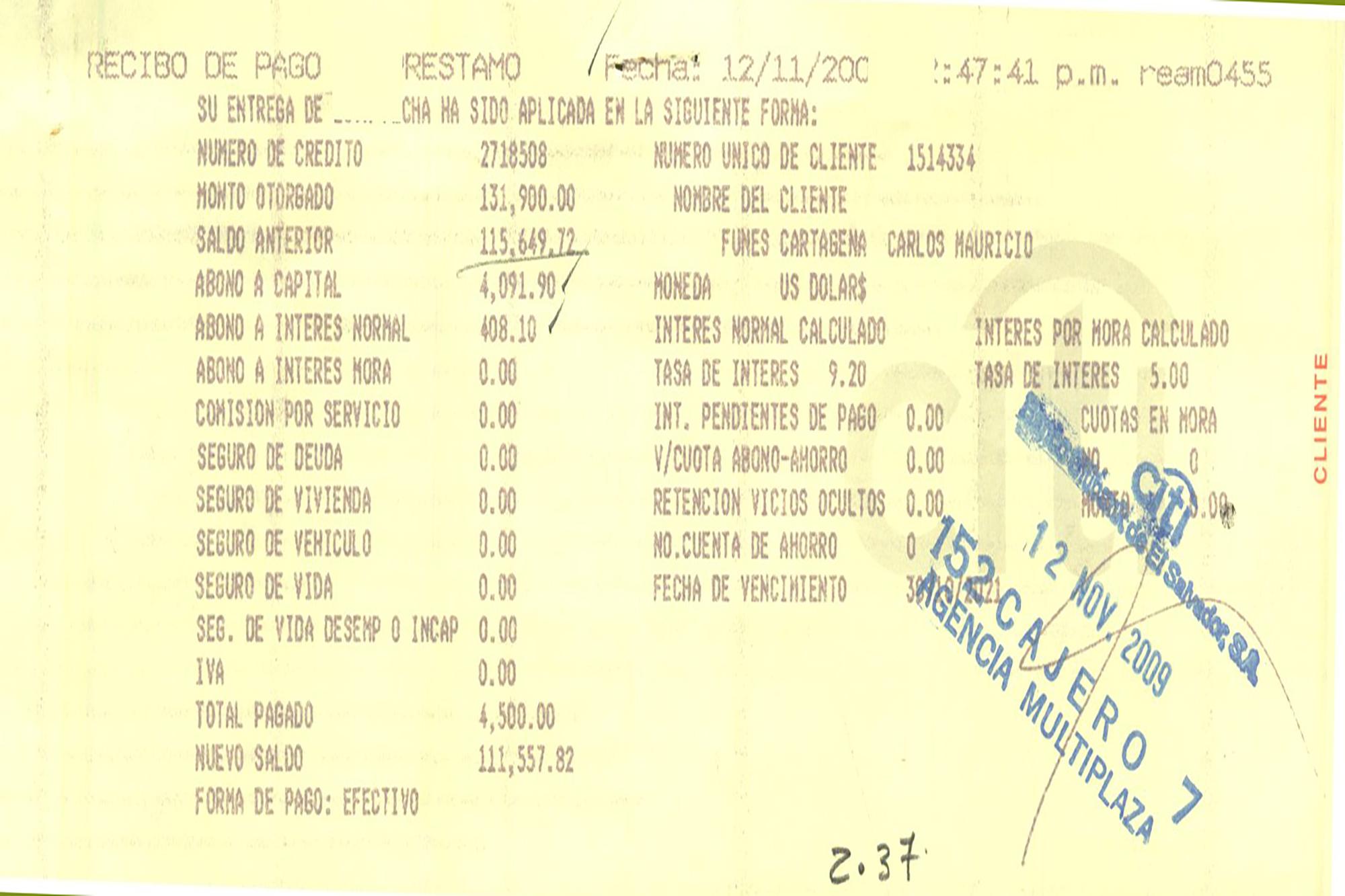 El 12 de noviembre de 2009, cinco meses después de asumir, el entonces presidente Funes triplicó la cuota mensual que abonaba a su préstamo hipotecario. Cuando fue periodista, el banco le descontaba de planilla $1,500. La cuota se mantuvo durante casi tres años. Ya una vez en Presidencia, empezó a abonar a su deuda $4,500 al mes, casi $300 más de lo que recibía como salario líquido.