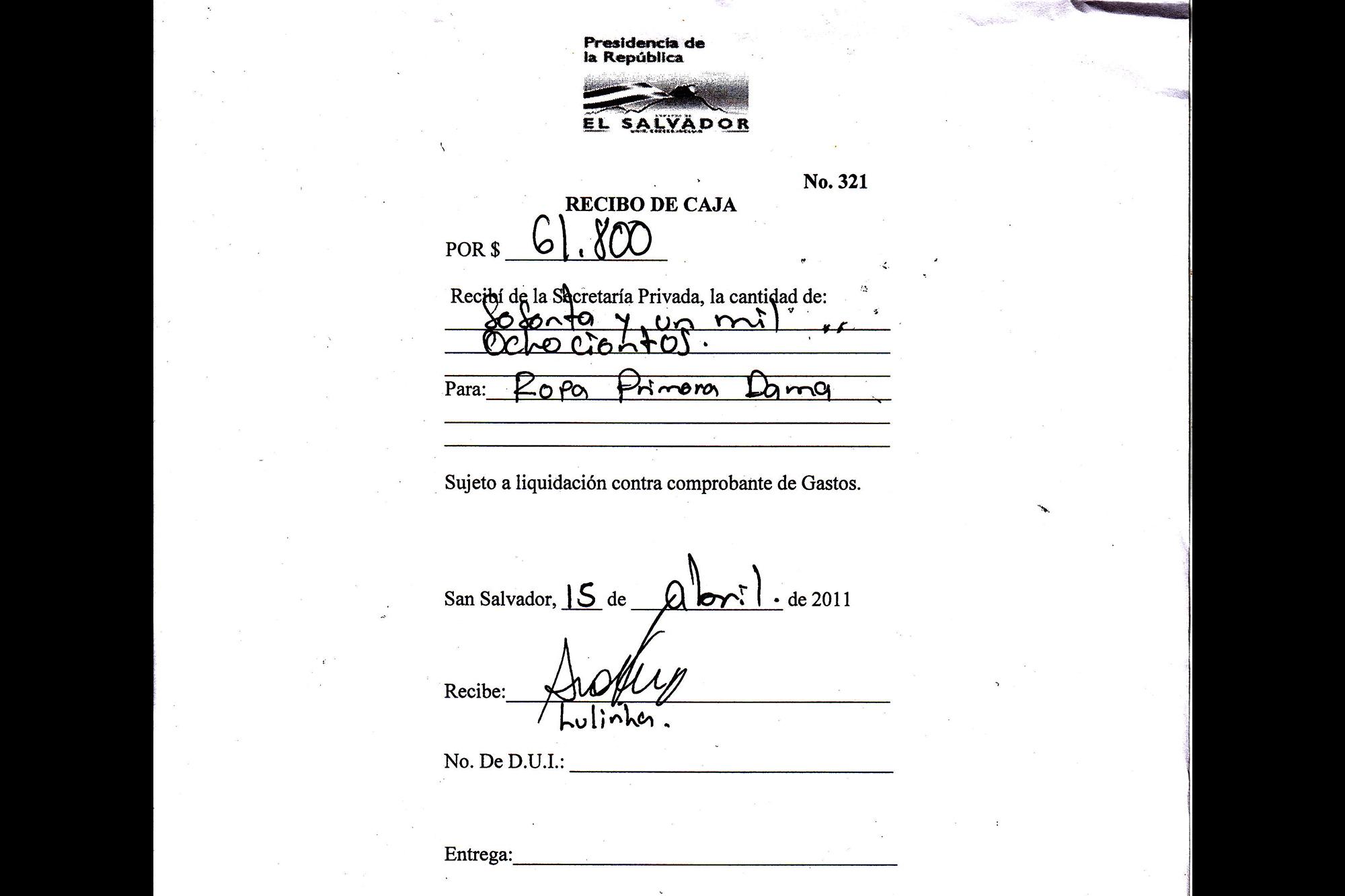 Esta hoja de recibo de la Secretaría Privada de la Presidencia tiene como motivo de gasto Ropa primera dama. El monto es por $61,800. El recibo de caja 321, del 15 de abril de 2010, tiene una firma ilegible y abajo se lee un nombre: Lulinha. Un ex miembro del gabinete de Funes dijo a El Faro que ese era el nombre de una asesora de modas de Vanda Pignato, la ex primera dama de la República. Esta información fue confirmada por otra fuente que pertenecía a los círculos íntimos de Capres durante la Presidencia de Funes.